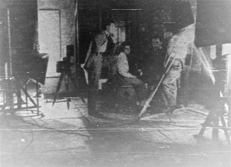 1923-01-27_Revista.Zig-Zag.Stgo; LaCriticadelBiografo (6foto_grupo)_12042013.JPG